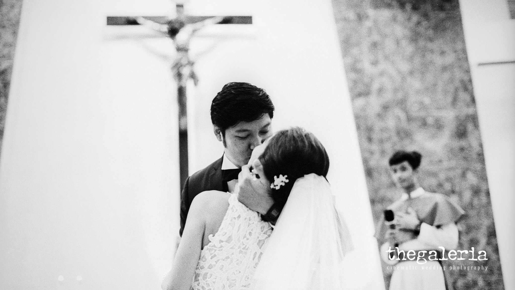 Film Wedding Photography by Brian Ho / thegaleria. Kodak TRI-X / pushed +1 stop