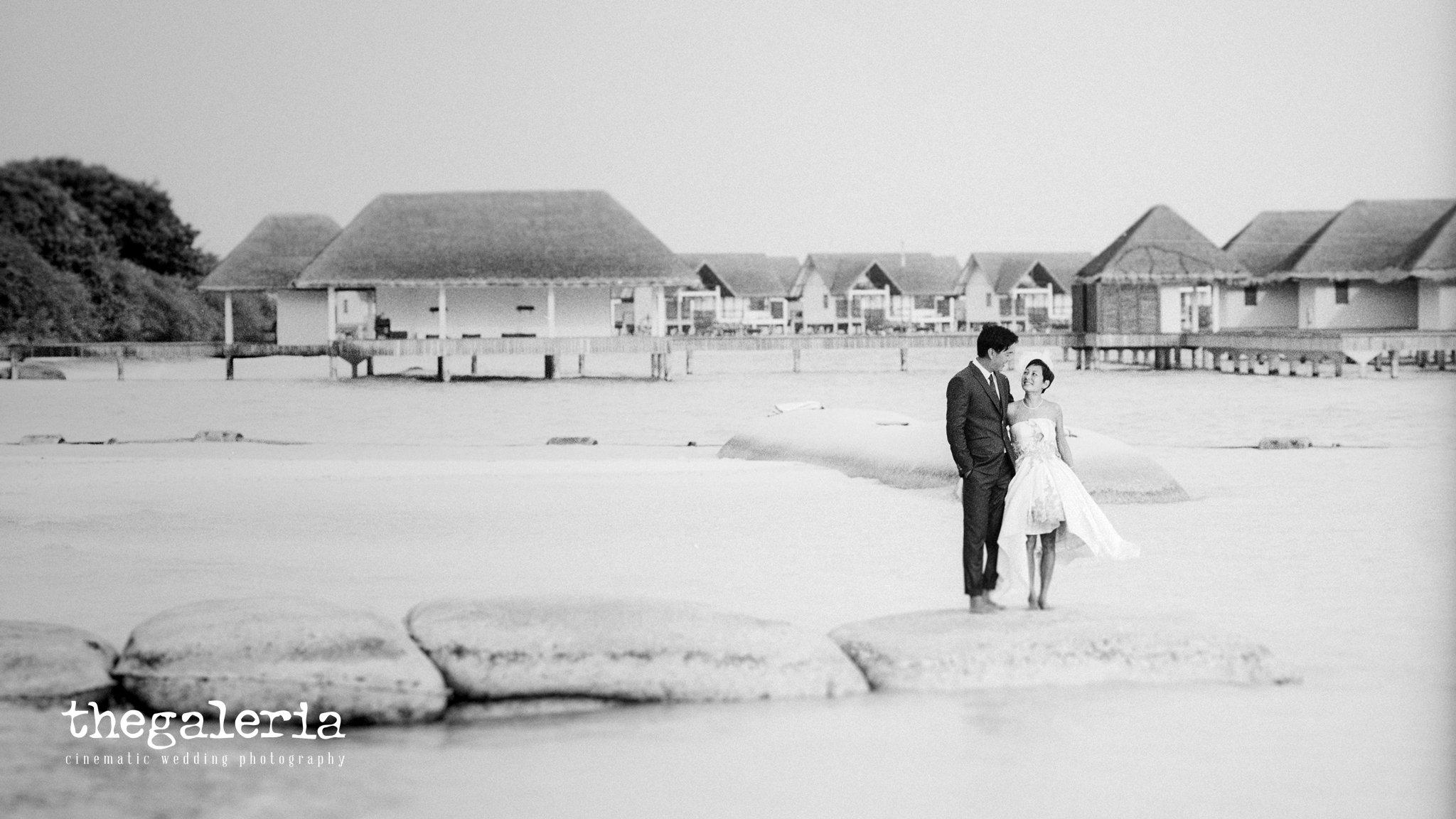 Maldives Pre-Wedding & Destination Weddings by Film Wedding Photographer Brian Ho from thegaleria. Film: Ilford Delta 100